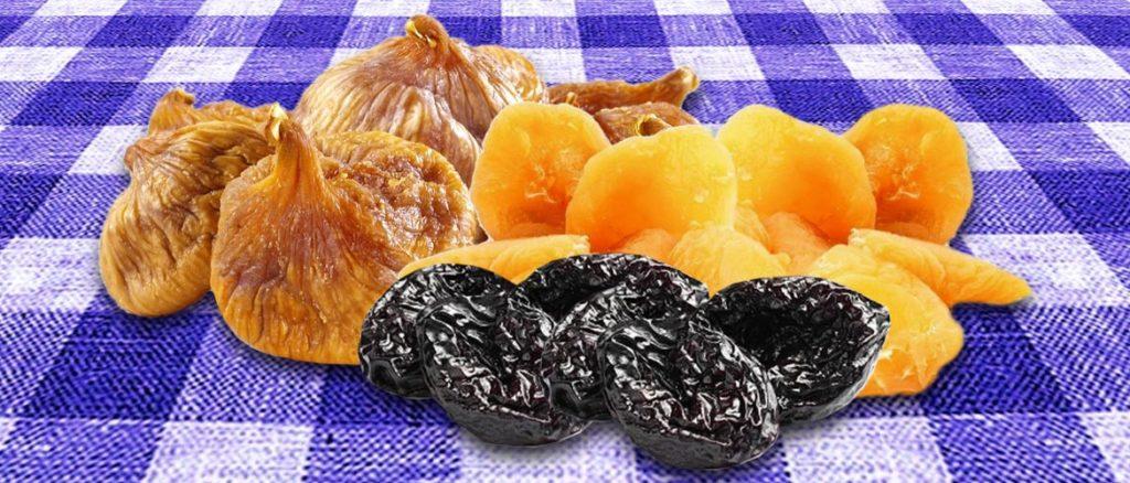 сушеный чернослив, абрикосы и инжир